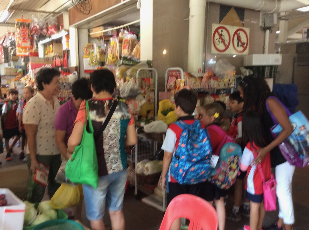 1a4f0a91f20d Outdoor learning at a wet market